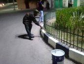 صور.. مدينة القرنة تتجمل فى وقت حظر التجوال بأيادى رجال النظافة