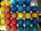 """شم النسيم فى البيت ..""""محمد """" يشارك بصورة لتلوين البيض احتفالا بعيد الربيع"""
