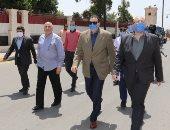 محافظ بنى سويف يطمئن ميدانيا على تطبيق قرارات الحكومة ويشيد بالتواجد الأمنى