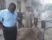 رئيس مدينة إدفو يتفقد أعمال  توصيل كابل الكهرباء إلى المستشفى العام الجديدة