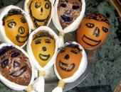 شم النسيم فى البيت.. إبراهيم يحتفل بالربيع بتزيين البيض