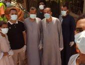 شباب قريتى الرقبة والسبخياية بأسوان يواجهون فيروس كورونا بتعقيم الشوارع