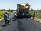 الانتهاء من رصف طريق بقرية بنى غنى بمركز سمالوط بالمنيا