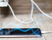 تطوير مادة يمكنها تبريد سخونة الهاتف وتحويل الحرارة إلى كهرباء