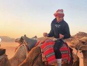 بعد إثارته الجدل.. حفيد عمر الشريف يحتفل بحلول رمضان فى الصحراء.. صور