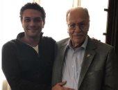 آسر ياسين يحتفل بعيد تحرير سيناء مع والده أحد ابطال حرب أكتوبر