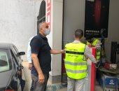 رئيس حى الدقى يقود حملة لرفع الإشغالات ويغلق مطعما مخالفا.. صور