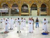 إدارة شؤون الحرمين تطبق التباعد بين المصلين خلال صلاة التراويح .. صور