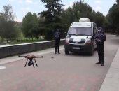 شرطة إسبانيا تستخدم طائرات الدرون لمطالبة سكان مدريد بالتزام منازلهم.. فيديو