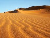 وسط الرمال المتحركة.. الصين تعمل على إنشاء طريق سريع فى صحراء تكلامكان