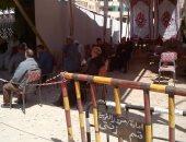 صور.. تنظيم المواطنين أمام البنوك لمنع الزحام فى الغربية لمكافحة كورونا
