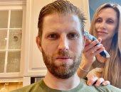 حلاقة كورونا.. زوجة إيريك ترامب تقص له شعره بالعزل المنزلى