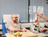 صور.. المتعافون من فيروس كورونا ببريطانيا يتبرعون ببلازما الدم للمرضى