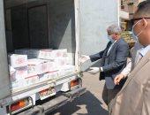 محافظ الدقهلية يوزع كرتونة رمضان على عمال اليومية بالمنصورة ويرفض تصويرهم