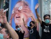 برذاذ الفلفل.. شرطة هونج كونج تفرق محتجين يحيون ذكرى أحداث ميدان تيانانمين