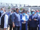 وزير النقل يتفقد ورش فرز صيانة وعمرات جرارات السكة الحديد