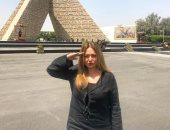 """ليلى علوى تهدى""""تعظيم سلام"""" لشهداء بئر العبد من أمام النصب التذكارى"""