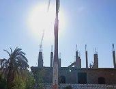 سيبها علينا.. شكوى من عمود كهرباء والأسلاك أعلى المنزل بقرية الدومه بقنا