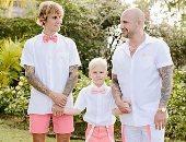 جاستين بيبر بصورة عائلية بنفس الـ style والألوان.. شوف بنفسك