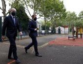 الرئيس الفرنسى يزور مدرسة ابتدائية فى بواسى بصحبة وزير التعليم.. صور