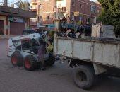 صور.. رفع 500 طن مخلفات وقمامة من الشوارع فى مدينة الطوط بالأقصر