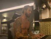راموس يعزف على البيانو لأول مرة بسبب عزلة كورونا.. فيديو