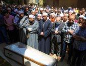 المشيعون يؤدون صلاة الجنازة للمرة الثانية على الشيخ الطبلاوى قبل دفنه