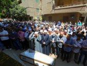 صلاة الجنازة على الشيخ الطبلاوى أمام منزله في الجيزة.. فيديو وصور