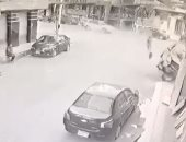 زى أفلام الاكشن.. لحظة اقتحام سيارة ملاكى لصيدلية فى الدقهلية..فيديو