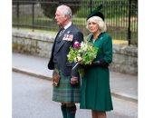 ولى عهد بريطانيا يحي ذكري ضحايا الحرب العالمية الثانية مع زوجته.. صورة