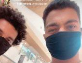 """شاهد أحدث إطلالات مصطفى محمد بقميص """"تيمون وبومبة"""" وكمامة سوداء"""