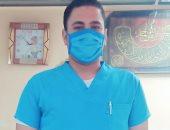 """الجيش الأبيض.. """"أحمد"""" فنى تمريض بمستشفى جامعة قناة السويس فى مواجهة كورونا"""