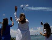 طائرات البحرية الأمريكية تنفذ عروضا جوية فى ميامى لتحية الطواقم الطبية