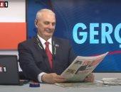 """شاهد.. مذيع تركى يحتج على """"قمع"""" أردوغان للإعلام بلغة الإيماءات"""