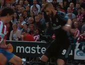 كريم بنزيما يستعيد ذكرياته أمام أتلتيكو مدريد قبل استئناف النشاط الرياضى