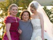 هيلارى كلينتون تحتفل بعيد الأم بصورة من حفل زفاف ابنتها تشيلسى