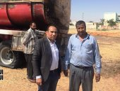 سوبر مان المصري.. سائق سيارة البترول المحترقة ينقذ العاشر من رمضان من كارثة (فيديو)