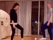 تمرينات ورقص مع زوجته فى المنزل.. هكذا احتفل أندريس إنييستا بعيد ميلاده