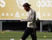راموس يحتفل بعودته إلى تدريبات ريال مدريد بعد غياب شهرين