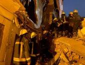 صور.. انهيار عقار من 6 طوابق ومصرع شخص وإصابة آخر فى باب الشعرية