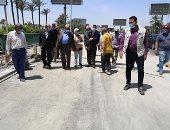 محافظ الجيزة يتابع أعمال رصف شارع المطبعة فى حى الطالبية