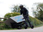 """بريطانى يخترع عربانة بمحرك وثلاث عجلات على هيئة """"سكوتر كهربائى"""""""