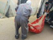 صور.. نقل جثة عامل ضحية جريمة أسرية بعد دفنه بمقبرة في كرداسة