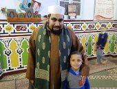 """""""آدم"""" طفل 7 أعوام ببنى سويف يرتل القرآن ويؤذن للفجر بالمسجد"""