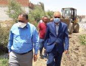 صور.. إزالة 31 حالة تعد بالبناء على الأراضى الزراعية بمركز بنى مزار بالمنيا