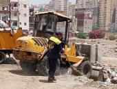 """صور ..إستجابة لمبادرة """"سيبها علينا""""..رفع القمامة يوميا من قرية بالإسكندرية"""