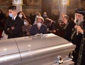 البابا تواضروس يؤدى صلوات تجنيز نيافة الأنبا رويس بالكنيسة البطرسية