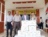 جامعة أسوان تدعم العمالة غير المنتظمة بتوزيع كرتونة مواد غذائية