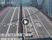 مسك سلك عريان.. كوبرى يهتز بشكل غير طبيعى في الصين.. فيديو