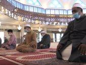 العشرات يؤدون صلاة العصر داخل مساجد بأكتوبر بالإجراءات الاحترازية
